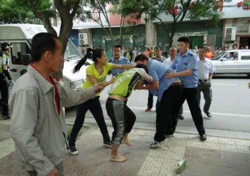 为什么中国人对中国人出手都特别狠?