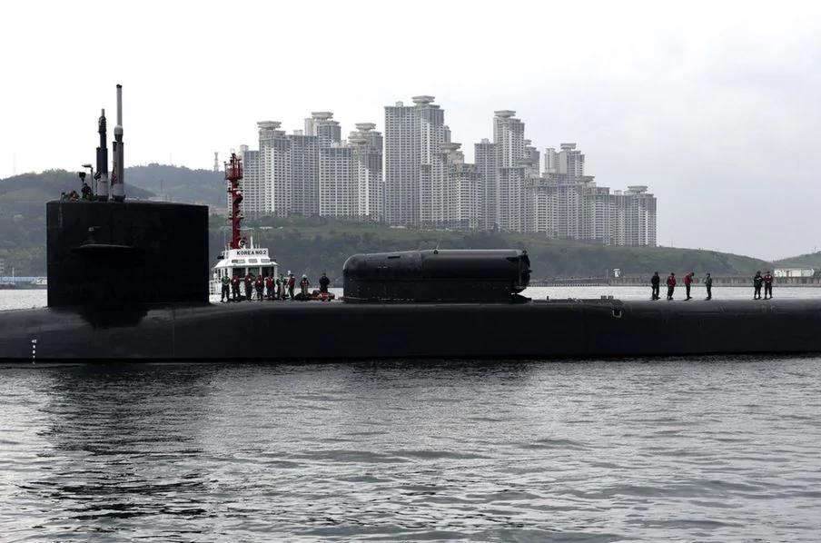 紧张!朝鲜建军节重炮军演史上最大 美国核潜艇开进门
