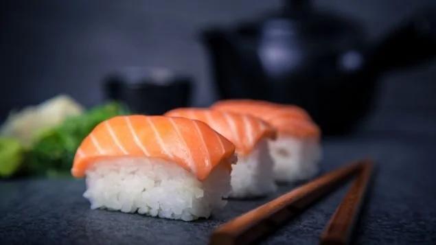 生鱼寿司看起来诱人 可千万要小心寄生虫