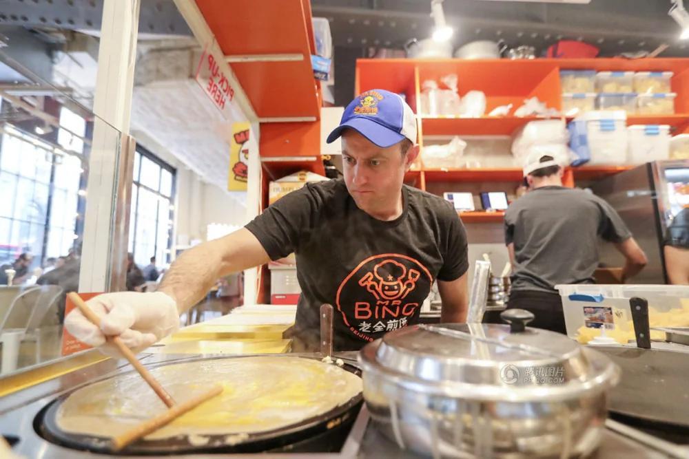 纽约人在美国开煎饼摊 烤鸭味最受欢迎