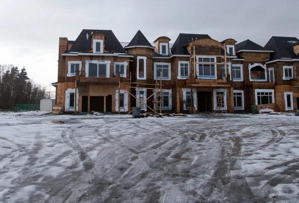 加拿大楼市泡沫破裂 最大房贷商股价1天暴跌60%