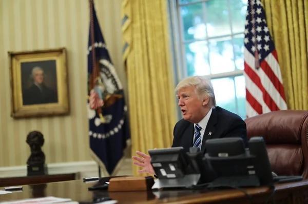 白宫办公桌上的红按钮 是川普的核按钮?