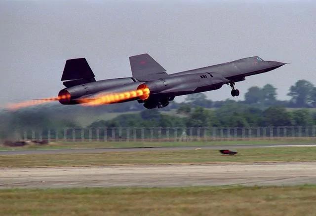 世界速度最快飞机:导弹追不上 飞行员要穿宇航服