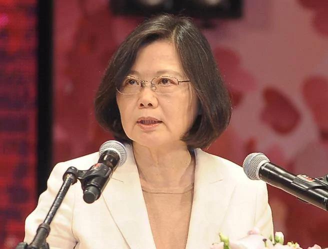李富城:蔡英文印堂有黑斑 气象专家也看面相?