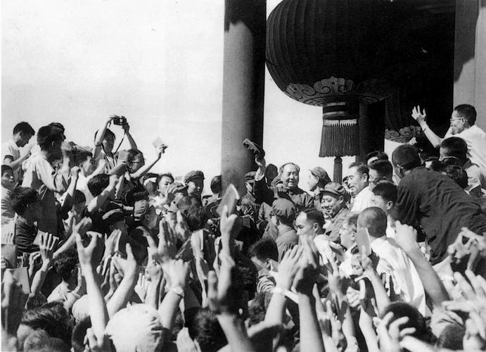 毛泽东八次接见红卫兵内情