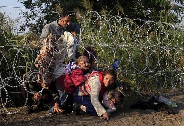 """意大利女记者连线直播""""难民""""苦境 下一秒…"""