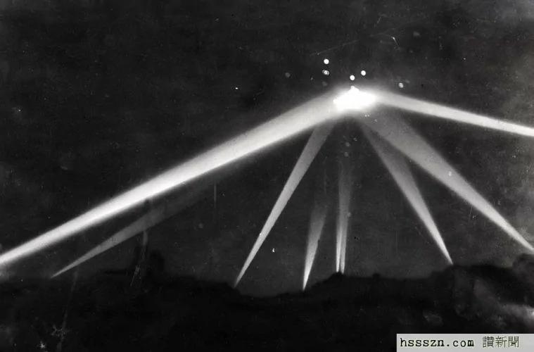 外媒:100万人目睹巨型UFO在洛杉矶的空中盘旋!