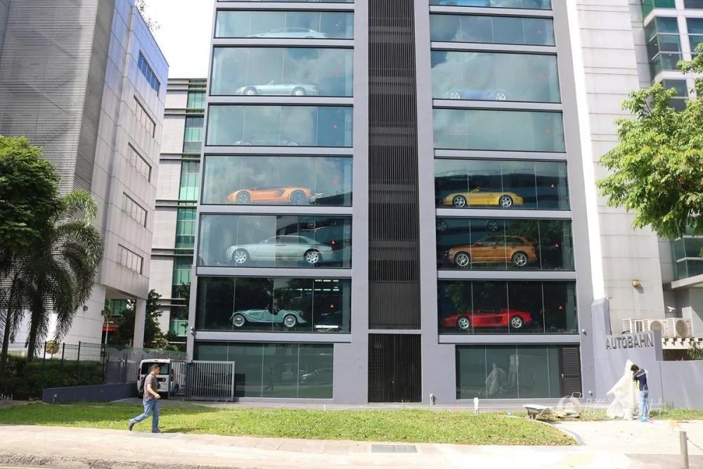 投币买豪车 新加坡惊现汽车自动售货机