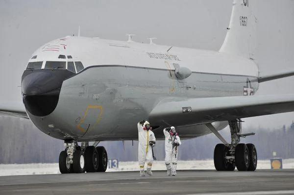 美国抗议共军战机东海上空拦截美核侦察机