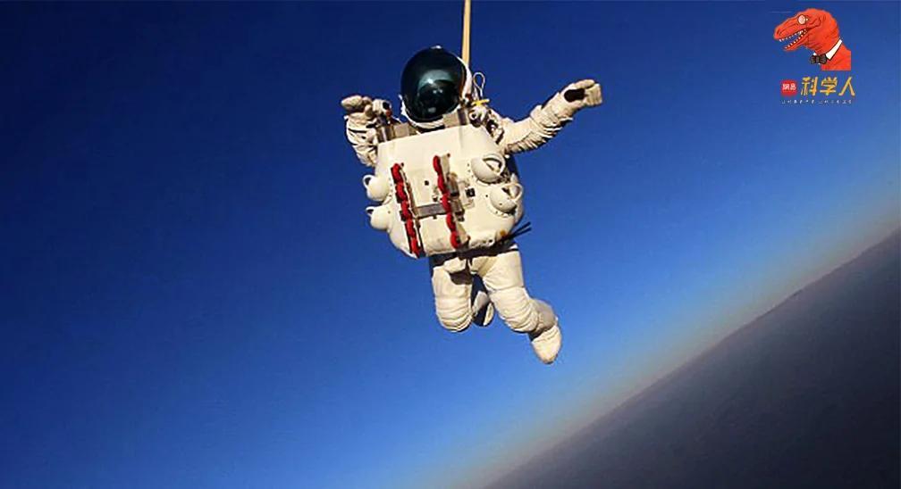 从大气层边缘跃下 56岁谷歌副总如何破跳伞纪录?
