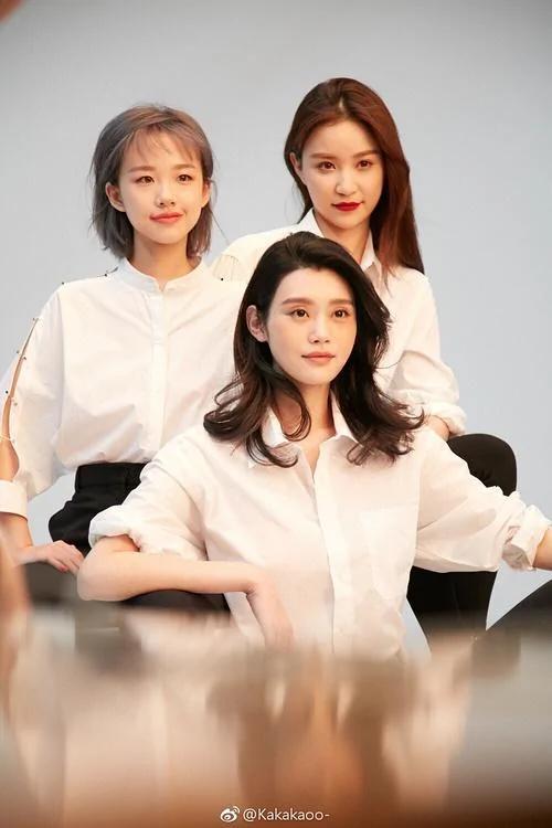 王思聪女友和奚梦瑶拍大片 原来这就是网红和超模的差距