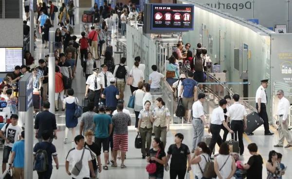 陆客不来没关系 「代购」让南韩免税店业绩不减反增