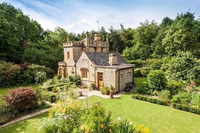 英國「最迷你的城堡」 如今被公開出售
