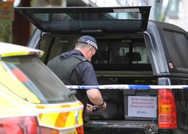 曼市恐袭:警闭路电视锁定23岁疑凶身份(图)