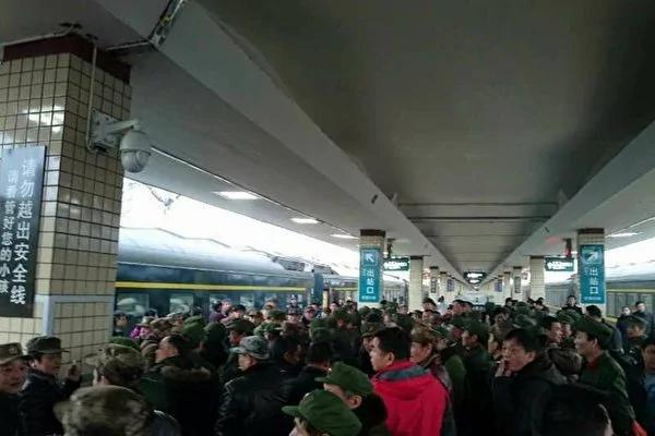 湘豫数百老兵上访无果遭推诿 集体上北京