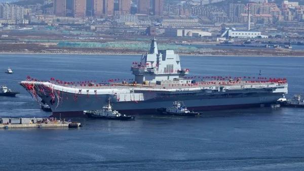 中共航母船员与美军相比专家:只是个幼儿园学生