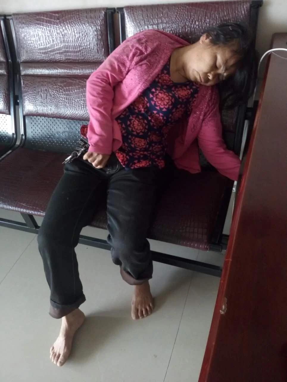 数十警察抓打拘留遭强拆残疾母女 露宿政府向外媒爆料获罪