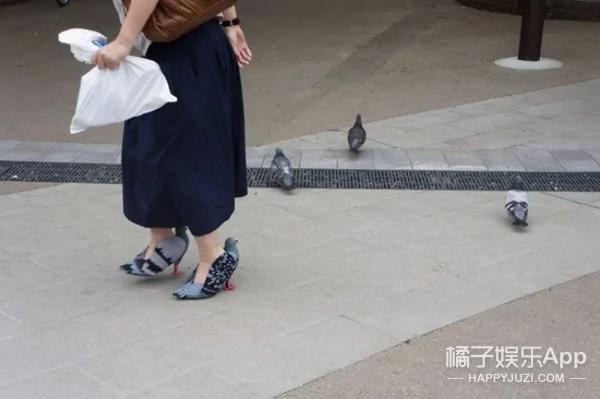 看到这个日本人穿的鸽子鞋 被惊到了