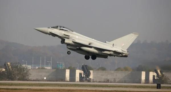 俄国飞机侵入领空 英国战机紧急升空拦截