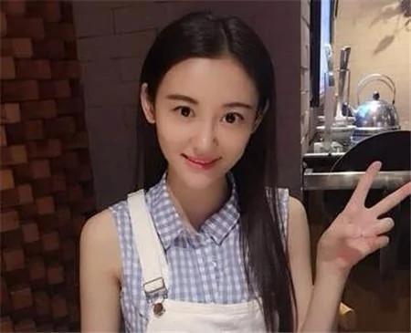 现实版樊胜美!养一家九口拼命拍戏,26岁患癌去世