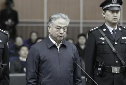 绿帽王武长顺创贪腐最高涉案金额判死缓 有4警花情妇9私生子3个亲生