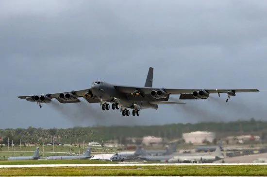 威慑朝鲜 美轰炸机军演首试拦截洲际导弹 示好中朝 文在寅调查萨德