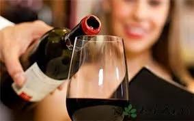 红酒瞎喝有损健康