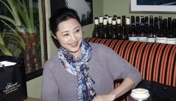 50岁刘蓓全家近照:捧红吴秀波 再嫁前夫非五婚