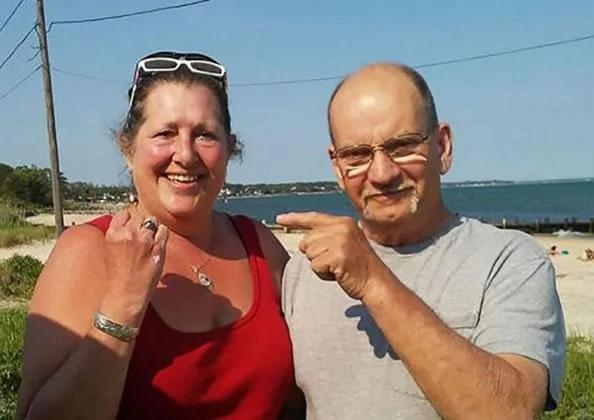 6年前海滩遗失戒指36年后竟在原地找到了