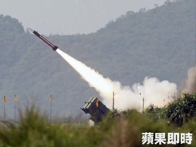 国军发射发射爱国者二型 成功拦截天弓二型