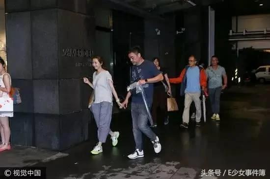 刘青云和郭蔼明牵手 丁克家庭的他们活出爱情最美好的样子