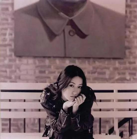 她是窦唯的初恋 巅峰后沉寂7年 如今竟携许巍新歌复出 惊艳众生!