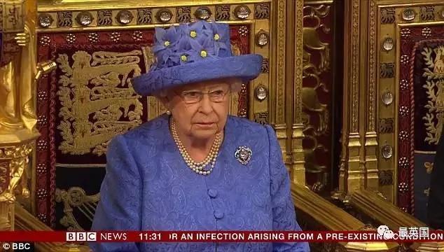 英国会大典 女王破43年例不戴王冠戴帽 引发遐想