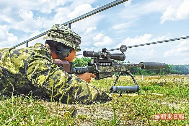 击毙3540米外IS份子 加狙击手破世界纪录