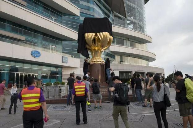 习近平访港前夕 黄之锋湾仔金紫荆广场抗议