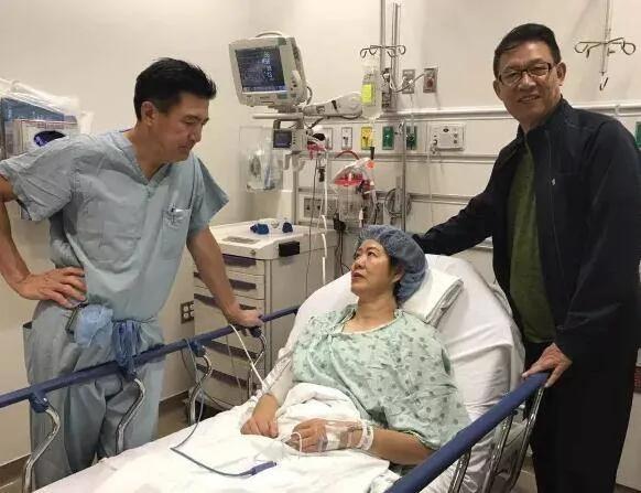 郎平芝加哥手术成功显憔悴 走路只能靠助行器