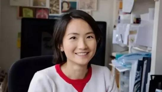 25岁中国美女留学生登上福布斯排行榜居是靠…