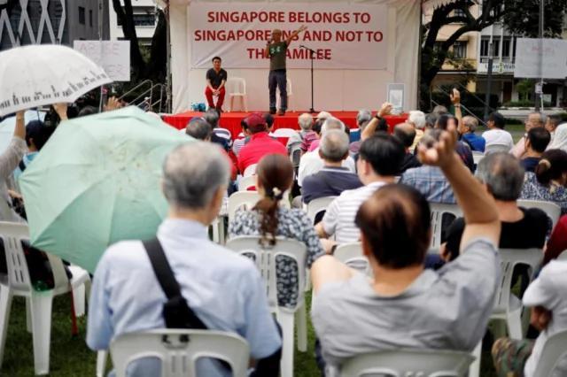 新加坡爆发罕见大规模示威 要求独立调查李显龙