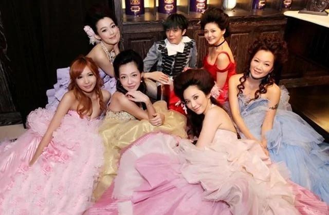 盘点娱乐圈最假闺蜜团 只有王菲赵薇真感情?