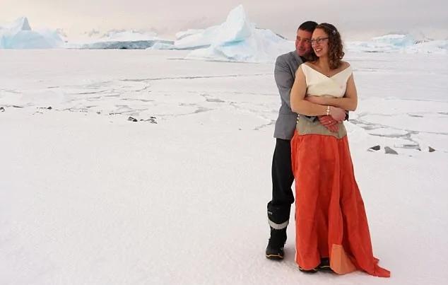 真爱不怕冷!英南极科考站迎来首场极地婚礼