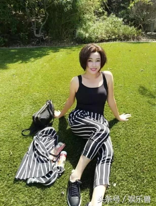 62岁刘晓庆整形后撞脸33岁张俪 微整形副作用吓死人!