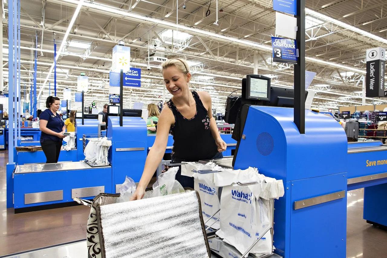 美国零售业员工正被机器人抢饭碗