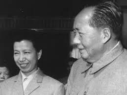 """江青和毛泽东的""""陪睡丫头""""之秘密战争 毛在榻上乱天下的诸多实例"""