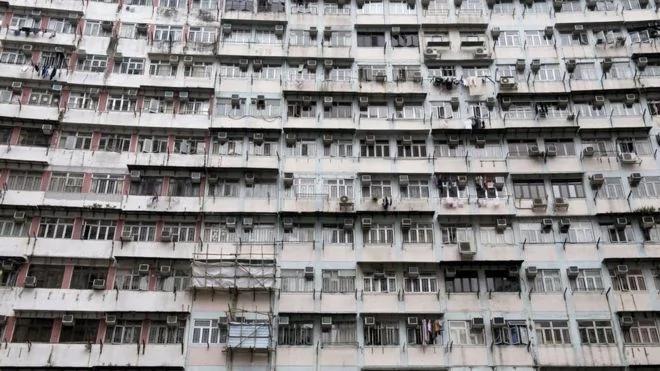 BBC:香港年轻一代双重蜗居?