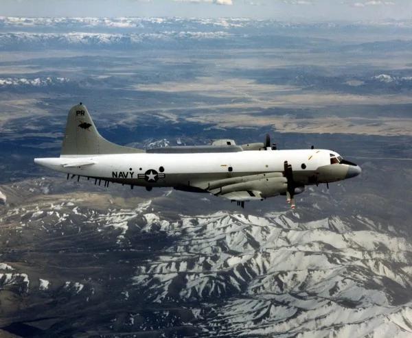 中国战机东海上空拦截美军侦察机 一度进逼91公尺