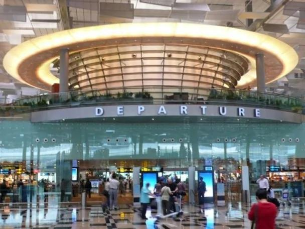 大陆女子被拒登机大闹狮城机场 被判入狱