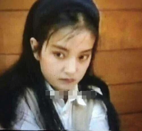 赵薇25年前旧照曝光 跑龙套的她像洋娃娃!