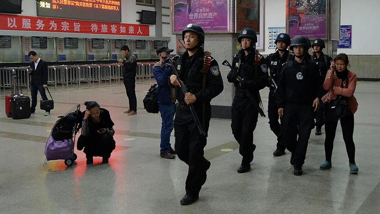 传大陆人员可携枪 在西九总站最底两层及车厢执法