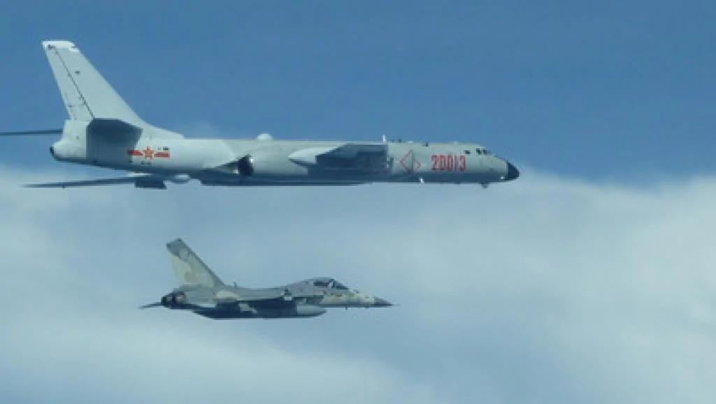 台湾军方证实四架中国轰炸机今再度绕飞台湾进行长航训练