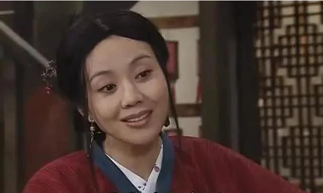 她是现实版罗子君 33岁离婚被骂丑 46岁大红